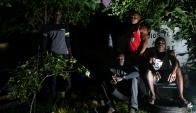 Ante la ausencia del Estado, Nathaniel, Pale, Emmanuel y Mickey  encontraron cobijo provisorio en casa de un uruguayo. Foto: G. Pérez