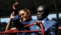 Destituido: el presidente Mugabe y su segunda esposa, Grace. Foto: AFP