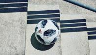 Telstar 18. Adidas ya hizo su primera movida presentando la pelota oficial.
