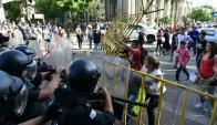 Vecinos se enfrentaron con la Policía en Rivera. Foto: Fernando Ponzetto