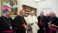 El papa Francisco con los obispos Tróccoli, Sturla, Collazzi y Cotugno. Foto: @iglesiauy