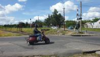 Hoy, la zona luce así, a pocos metros de la avenida Garzón y siempre con el ferrocarril como elemento distintivo.