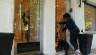 En la tienda  de ropa Madame Hibou los clientes están felices de que tengan en cuenta a sus perros. Foto: Ariel Colmegna