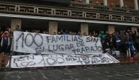 Feriantes protestaron en la explanada de la IMM y cortaron el tránsito. Foto: A. Colmegna