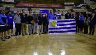 La selección uruguaya de básquetbol recibió el Pabellón Nacional. Foto: Fernando Ponzetto.