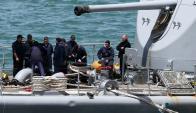 Miembros de las fuerzas navales trabajan intensamente en la búsqueda del submarino. Foto: Reuters