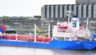 """El buque """"Ancap IX"""" tiene casi 40 años, se considera que está cerca del final de su vida útil. Foto: Archivo"""
