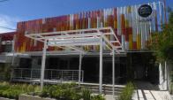 Diseño. La ambientación del local con los colores de la marca da la bienvenida al visitante.