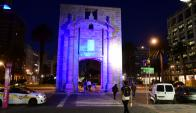 En el Día contra todas las formas de violencia hacia las mujeres anoche se iluminaron íconos. Foto: M. Bonjour