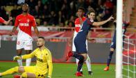 Edinson Cavani festeja el gol de PSG sobre Mónaco. Foto: Reuters