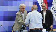 Vázquez recibe la propuesta de un vecino para crear la Universidad del Mar. Foto: Darwin Borrelli.