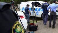 Policías de Montevideo concurrieron el lunes 20 al balneario de Canelones donde apareció el cuerpo. Foto: Marcelo Bonjour
