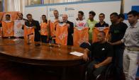 Autoridades, organizadores y atletas en el lanzamiento de la Montevideo 15K. Foto: Ariel Colmegna