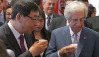 El presidente Vázquez visitó las instalaciones de la China-LAC y visitó varios stands. Foto: R. Figueredo