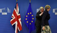 Theresa May y el presidente del Consejo Europeo, Jean Claude Juncker. Foto: AFP