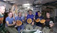 Astronautas hacen pizzas en el espacio