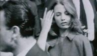 Lo joven Christine Keeler a principios de los 60, cuando estalló el escándalo. Foto: Reuters