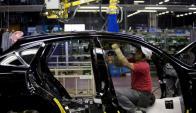 El aumento de los sueldos se considera como motor fundamental para el alza en el consumo y los precios. Foto: EFE