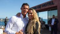 Marca propia. Ronaldo posa junto a su hermana en la inauguración de uno de los hoteles Pestana que lleva su nombre.