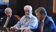 Astori: ayer firmó la línea de crédito con el representante del BID. Foto: MEF