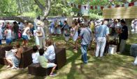 Los stands de comida se despliegan en la plaza Pedragosa Sierra y La Paloma. Foto: R. Figueredo
