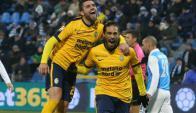 Gol de Martín Cáceres para el 2-0 parcial del Hellas Verona