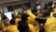 El festejo de los jugadores de Peñarol en el vestuario