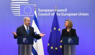 Netanyahu ayer en Bruselas con le jefa de la diplomacia de la UE, Mogherini. Foto: AFP