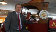 Presidente: Jorge Tomasi con el primer vehículo de asistencia del Automóvil Club del Uruguay. Foto: Ariel Colmegna