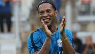 Ronaldinho Vs. los amigos del pentacampeonato de Brasil. Foto: EFE
