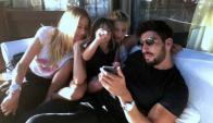 Facundo Moyano con Nicole y sus hijas