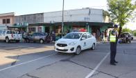 La Policía cortó la calle para evitar a los curiosos. Foto: Daniel Rojas