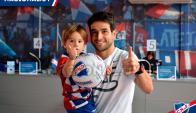 Nicolás Lodeiro con su hijo Leandro. Foto: Nacional