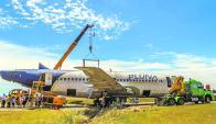 Fue la primera y la última visita que los alumnos del colegio de Punta del Este hicieron al Boeing 737 de Pluna. Foto: International College