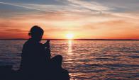 Vacaciones con el celular. Foto: Pixabay