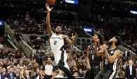 Kawhi Leonard fue clave para el triunfo de San Antonio Spurs. Foto: AFP.