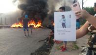 Quema de cubiertas por la desaparición de la joven Nayeli Artigas. Foto: El País