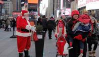 La temperatura se encuentra bajo cero, pero eso no frena el espíritu navideño. Foto: Reuters