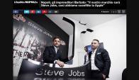 Los hermanos Barbato junto a su cuestionado logo. Foto: La Repubblica Napoli / Pantallazo