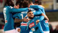 Lorenzo Insigne festeja el gol de Napoli. Foto: AFP