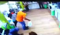 Los delincuentes fueron captados en el momento del asalto al local de pagos de Progreso. Foto: El País