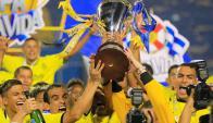 Los jugadores de Real España con la copa. Foto: EFE
