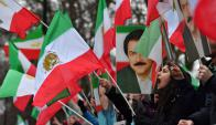 Manifestantes frente a la embajada de Irán en Londres, en apoyo a las protestas contra el gobierno irán. Foto: AFP
