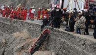 Dura labor tuvieron los socorristas. Foto: Reuters