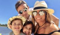 Claudia Fernández con su familia