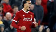 Virgil van Dijk tuvo un debut soñado: gol y clasificación en el derby. Foto: Reuters