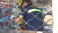 Los asaltantes lograron acceder a la caja y robar su contenido. Foto: El País