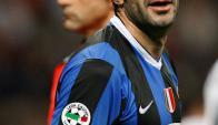Luis Figo jugando para el Inter. Foto: Archivo El País
