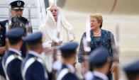 El Papa aterrizó ayer lunes en Santiago, casi una hora antes de los previsto. Foto: AFP