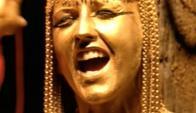 """Dolores O'Riordan en el videoclip de """"Zombie"""". Foto: difusión"""